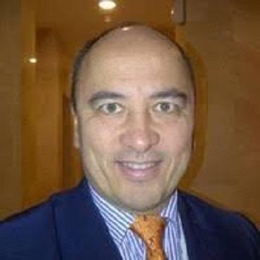 Dr Eric Revue